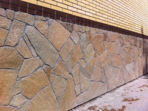 Облицовка стен природным камнем